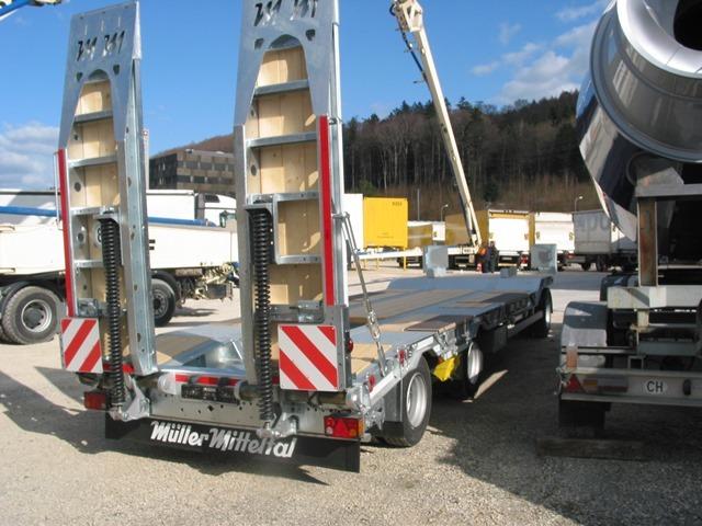 ABAT518_1058272 vehicle image