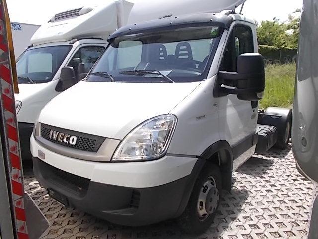 JAQU922_641131 vehicle image