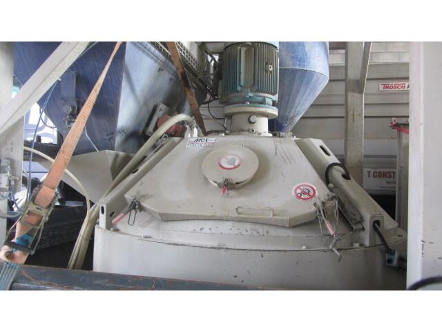 JAQU922_1108590 vehicle image