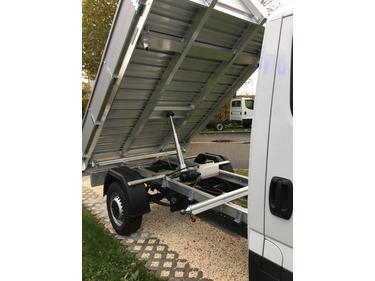 MUTT1288_934735 vehicle image