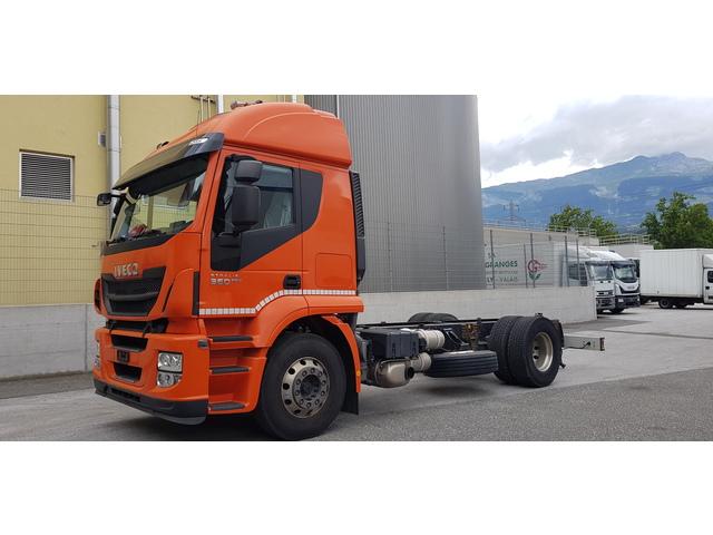 SEDU206_1186603 vehicle image