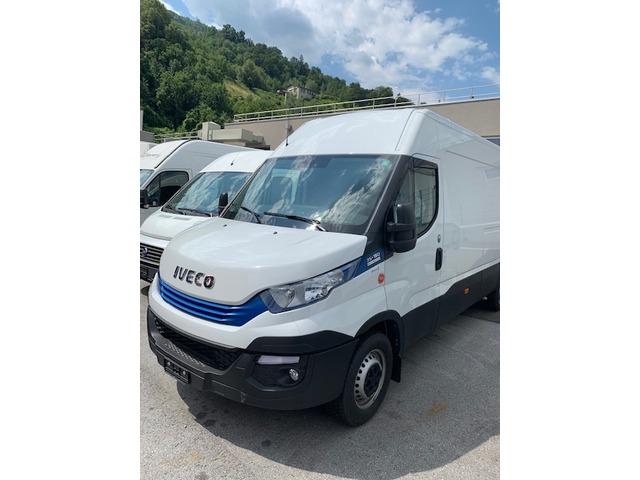 SEDU206_989007 vehicle image