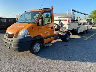 STUD177_1208117 vehicle image