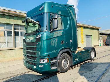 ZELJ895_1209846 vehicle image