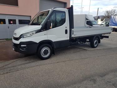 SOMM2698_937546 vehicle image