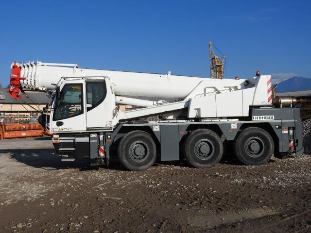 ZIAL184_876332 vehicle image