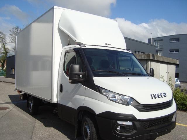 STUD177_926883 vehicle image