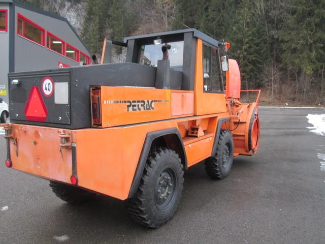RINA4324_900212 vehicle image