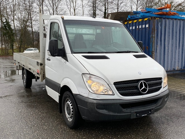 STUD177_1114812 vehicle image