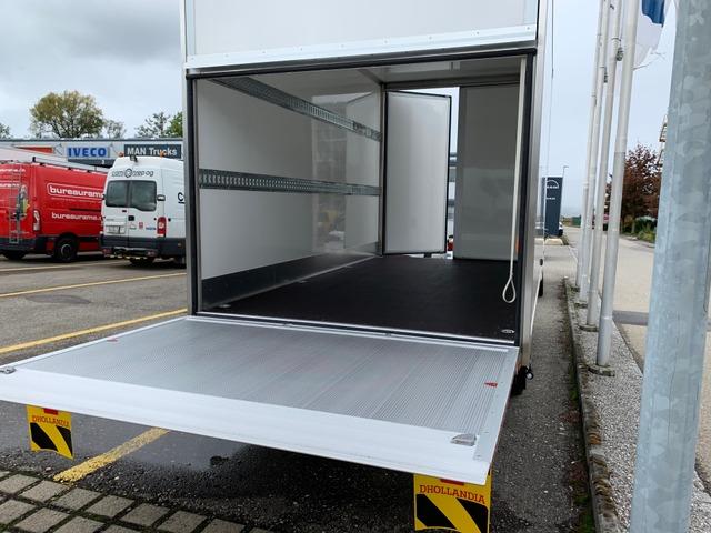 STUD177_1036946 vehicle image