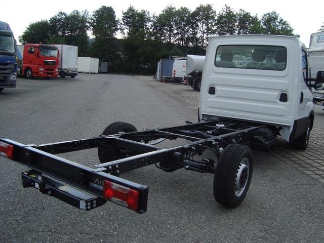 STUD177_795393 vehicle image