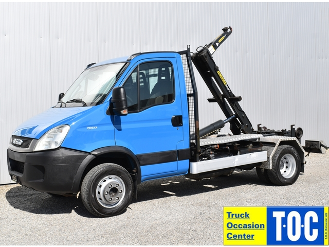 TOC1273_1139172 vehicle image