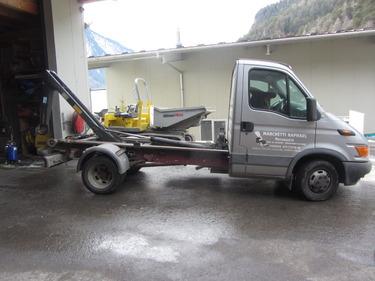 JAQU922_705287 vehicle image