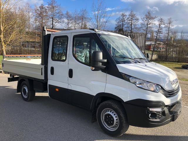 STUD177_937825 vehicle image
