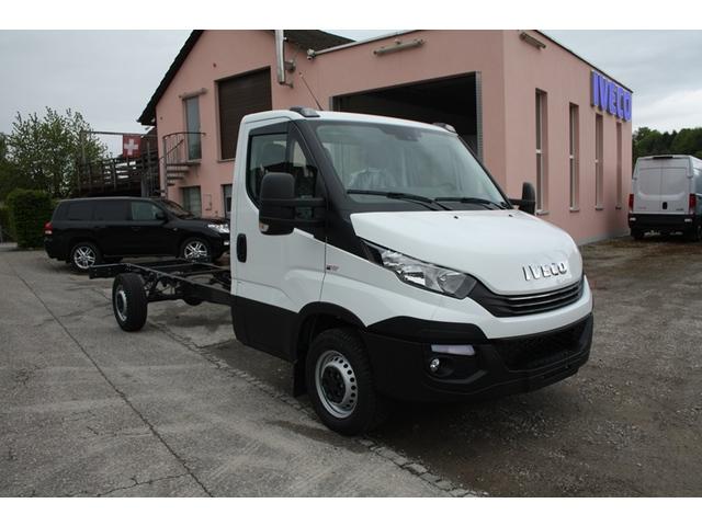 SOMM2698_943666 vehicle image