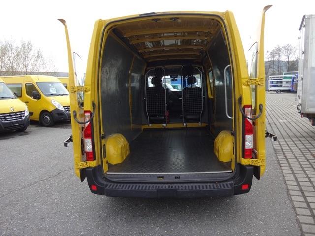 STUD177_646605 vehicle image