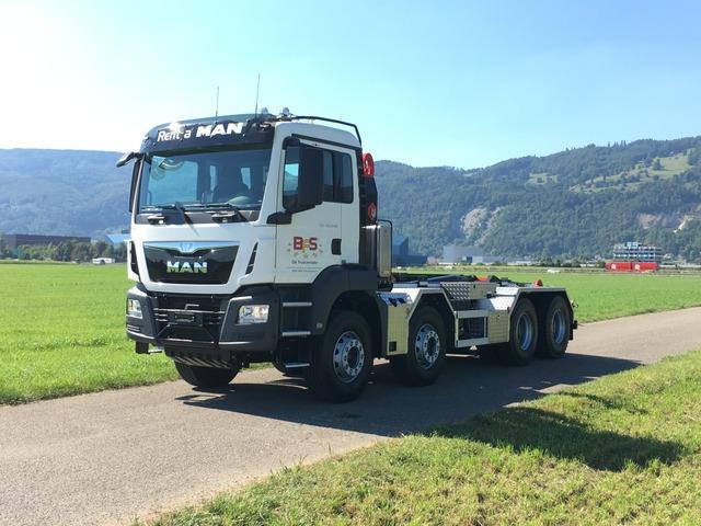 BFS260_673699 vehicle image
