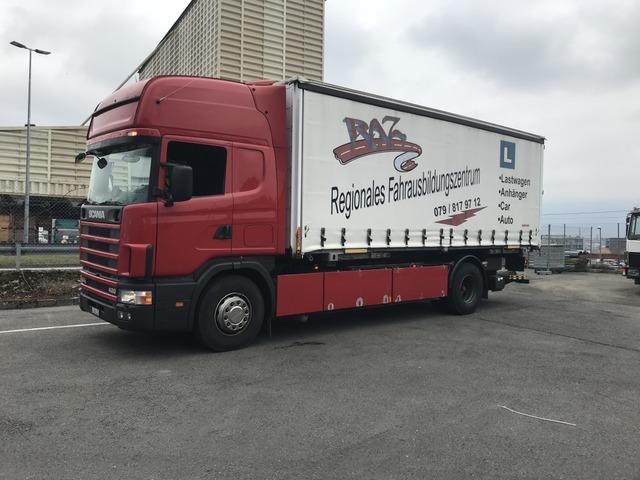 0028019 vehicle image